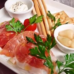 料理メニュー写真イベリコ豚生ハム前菜盛り合わせ