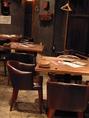 2Fテーブル席。つなげて11名様までお座りいただけます。