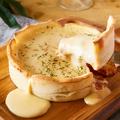 料理メニュー写真チーズたっぷりミートシカゴピザ