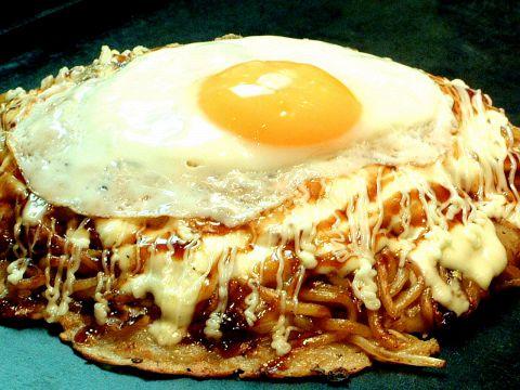 半熟卵のチーズモダン焼870円(税別)★食べ放題は2180円(税別)