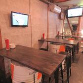 店内入ってすぐのテーブル席が新たに進化しました!☆ドラム缶のテーブルは、用途に合わせて連結させることも可能です!