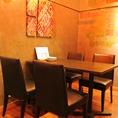 個室のテーブル席