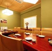 6名様個室をつなげ、最大12名様でのご利用が可能。落ち着きのある寛ぎの和個室です。