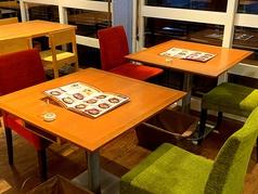 テーブル席は2名から利用可能!もちろん人数に合わせて利用できます♪