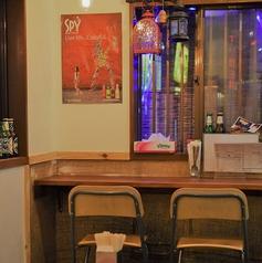 入り口付近にあるカウンター席!ここが好きってお客様もいらっしゃいます。