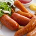 料理メニュー写真三種のソーセージ盛り合せ ピリ辛トマトソース