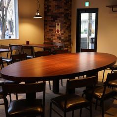 中央大テーブル席。
