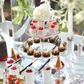 季節の果物をふんだんに使ったデザートビュッフェやお祝いのホールケーキも専属パティシエが心を込めてご用意いたします