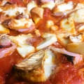 料理メニュー写真自家製燻製ピザ ハーフ/フル