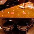 変わった形のテーブル席がおもしろい!