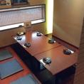 小上がりの座敷で、6名様までご利用できるお席もございます。ご家族でのお食事や、仲間との打ち上げなどにご利用ください。