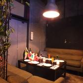 【店内奥には半個室のソファ席】大人気の半個室ソファ席が2席ございます♪人気なのでご予約いただけると安心です!