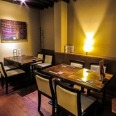 【テーブル席】お店の奥にあるテーブル席でも20名規模のご宴会が可能です。