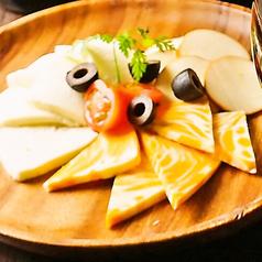 料理メニュー写真チーズの盛合わせ