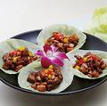 料理メニュー写真牛肉の味噌炒め彩り野菜包
