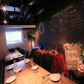 【洋】テーブル席は最大で23名様まで!プロジェクター完備で各種イベントや二次会などの利用に◎18名様以上からで貸切可。結婚式二次会や少人数の1.5次会にも◎