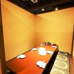 こちらは6~8名様用個室。お得なクーポン、サービスも多数ご用意しております!