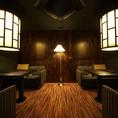グループでのお食事や接待におすすめの8~10名様用個室。オフィシャルからプライベートまで、幅広くご利用頂けるお部屋です。