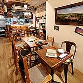 【テーブル席】2名様~4名様用テーブル。デート・女子会にピッタリ♪梅田の大人のお洒落スポット♪暖かさを感じるアットホームな空間は大切な人との時間を暖かいものにしてくれます!美味しい料理とワインでお過ごしください!!