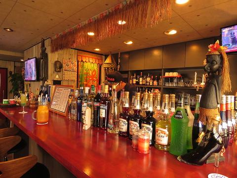 カフェテイストな空間で、200種以上のドリンク飲み放題&カラオケ歌い放題が楽しめる