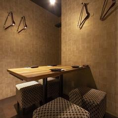 テーブルの完全個室は女子会や合コン、仲間内の飲み会に人気のお席です。宴会の際の人数やご予算などはお気軽にご相談ください。2名様以上の飲み会には飲み放題付の宴会コースがおすすめです。飲み放題付のコース多数ご用意ございます。