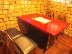2名~4名様までのゆったりとできる、網焼き無煙ロースターテーブル席