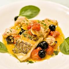 料理メニュー写真真鯛と白はまぐりのアクアパッツァ