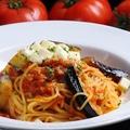 料理メニュー写真モッツァレラチーズと茄子のトマトソース 生スパゲッティ (トマトクリームソースもできます!)