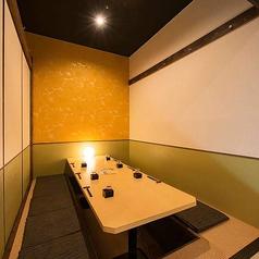 壁で仕切られているのでデートや少人数宴会もゆったり演出を★会社帰りの一杯に語らいの空間◎