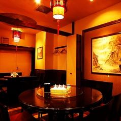 8名様掛けの円卓をご用意♪各人数に合わせて、個室をご用意!最大60名様までご利用頂けます。円卓個室は宴会に最適!中華といえば円卓、1つのテーブルで囲んで食べる料理は格別です。角がない円卓は無意識に緊張感が和らぎ、リラックスして食事して頂けます。銀座で中華のお店をお探しならぜひ当店で★