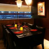 ビジネスディナーや特別なディナーまたは合コンに最適。黒を基調としたお洒落で落ち着いたプライベート空間。当店の個室は4名様から最大10名様まで収容可能です。