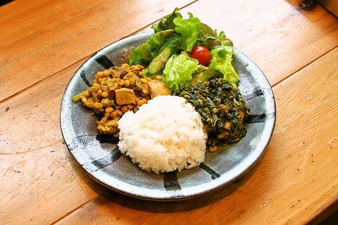 ギャラリーのあるカフェで、添加物や遺伝子組換を避けた安心な食事を子供と一緒に。