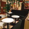 テーブル席最大27名!カウンター14席!最大76名様までお座り頂ける広いイートインスペースとなっております。パンを始め、和洋中の惣菜やお弁当◎ ゆったりと座ることも出来ます。