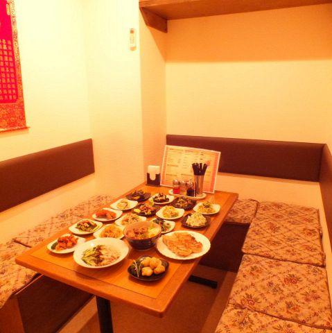 ご要望にお応えし個室を新設!使い勝手の良いテーブル席も多数ご用意。少人数様のご宴会にもおすすめです。【昼宴会の場合コース料理10名様以上のご予約で1名様無料】