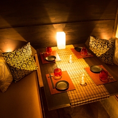 大人気のお座敷席。照明や食器にもこだわったお席です。合コンやデート、飲み会や各種宴会、合コンは当店『歌舞伎酒場 新宿店』を是非ご利用ください!美味しい肉料理や選りすぐりのチーズをご堪能下さい◎皆さまのお越しをお待ちしております。