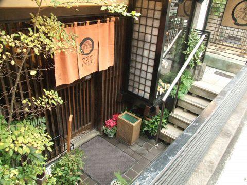 尾山台駅で入り口2より徒歩1分。こちらが、ナチュラルフードそば屋 久寿屋です。