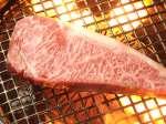 黒毛和牛の中から目利きのプロが特に赤身とサシのバランスが究極に優れた本当に美味しい肉を吟味厳選