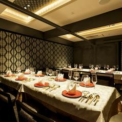 16名様迄ご利用可能の個室席です。会食や接待に最適です。コースをご注文の方から優先的にご案内しております。