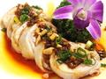 料理メニュー写真ヨダレ鶏(四川風)/蒸し鶏肉細切り胡麻ソース