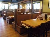 テーブル席4名掛け×15卓、6名掛け×1卓。
