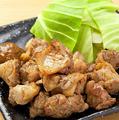 """料理メニュー写真""""鳥造三大名物""""親鶏もも炭火焼【塩】"""