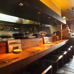厨房を眺めながら美味しい料理を楽しめるカウンター席。少人数でのご利用におススメです。
