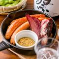 料理メニュー写真古処鶏ソーセージと農家のベーコン