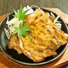料理メニュー写真知床鶏もも炭火