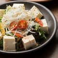 料理メニュー写真豆腐とゴマサラダ