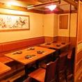 和の雰囲気満点の店内奥には半個室をご用意しております。8名様~10名様までのテーブル半個室が2部屋。2つのお部屋をおつなぎして16名様~最大20名様までご利用頂けます。各種ご宴会に最適です。 ※半個室タイプとなります。