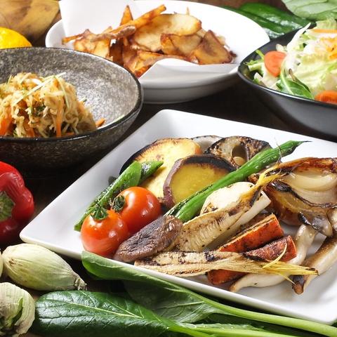 有機八百屋 長本兄弟商会の野菜を使用し、手作りにこだわった料理をご提供します♪