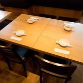 4名様掛けのテーブル席もございます♪