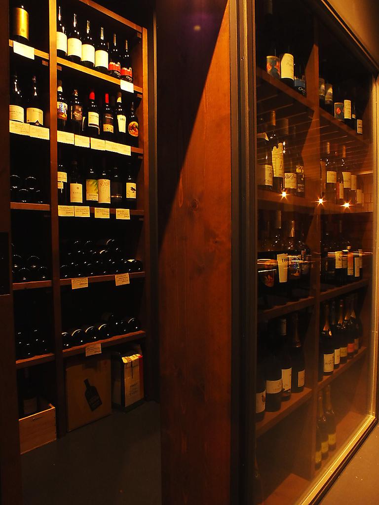 地下のフロアにはワインセラーを完備☆