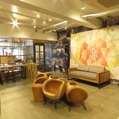店舗奥のレンタルスペースに2名様用のソファーがあります。こちらでは各種のワークショップ、料理教室、コンサートなどを開催しますのでカップルで来店時にぜひご活用ください。